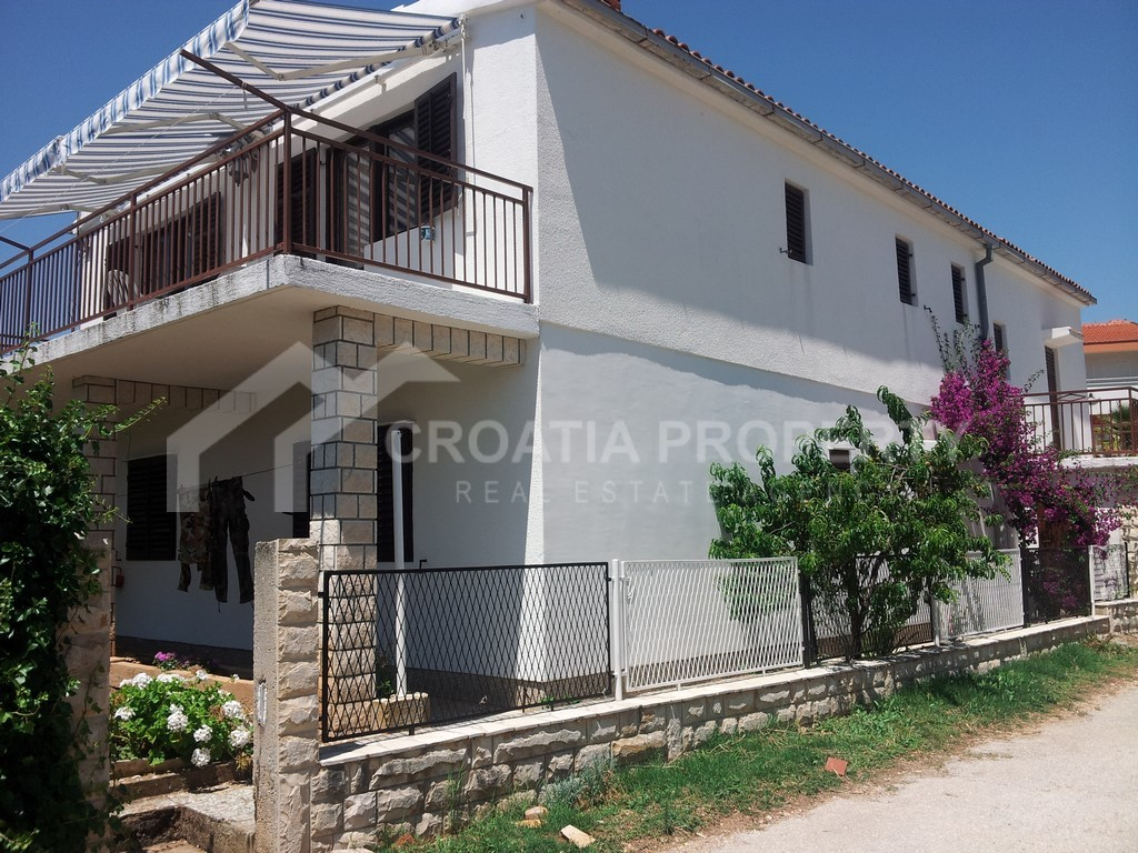 House with 3 separate apartments Rogoznica