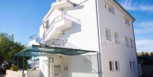 Villa mit sechs Wohnungen Ciovo